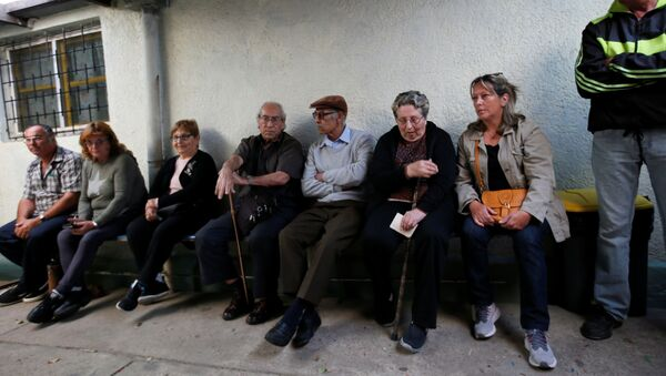 Los uruguayos esperan para votar en las elecciones presidenciales - Sputnik Mundo