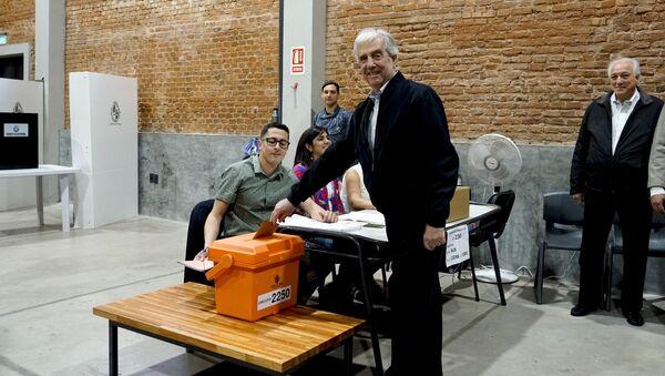 Presidente de Uruguay, Tabaré Vázquez, vota en las elecciones - Sputnik Mundo