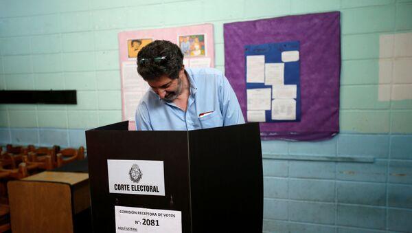 Segunda vuelta de las elecciones presidenciales en Uruguay - Sputnik Mundo