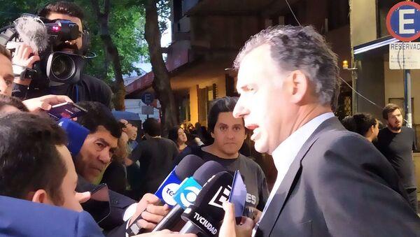 Jefe de la campaña final del Frente Amplio, Yamandú Orsi, habló con la prensa al final del balotaje - Sputnik Mundo