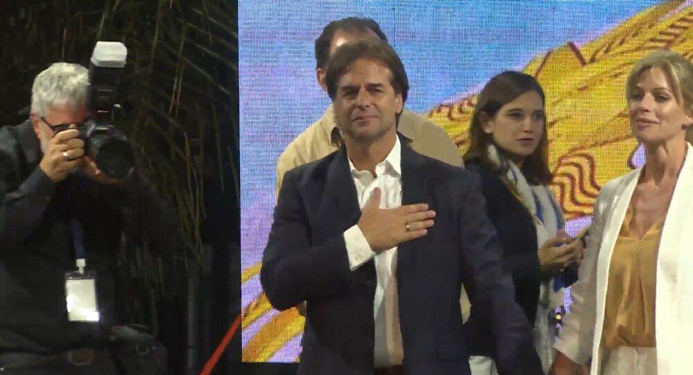 Los partidarios de Lacalle Pou celebran su victoria preliminar en Uruguay