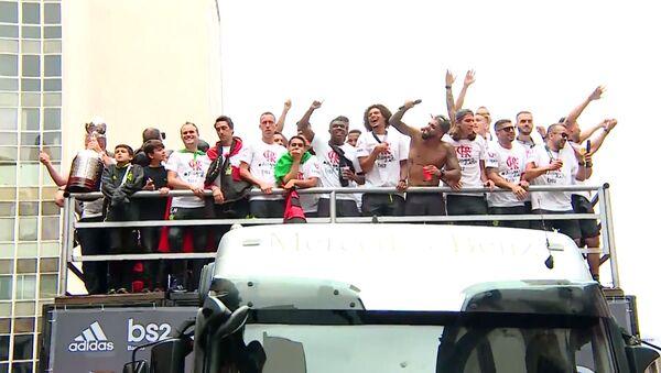 Miles de brasileños se echan a las calles para celebrar el triunfo del Flamengo - Sputnik Mundo