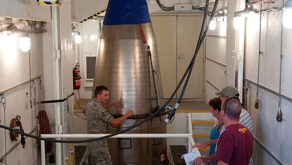 Un misil Minuteman III en un silo - Sputnik Mundo