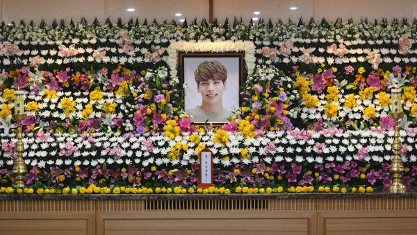 El funeral del líder de la banda SHINee, Jong-hyun - Sputnik Mundo