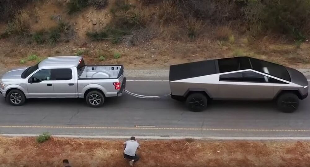 Tira y afloja entre un Ford F-150 y Tesla Cybertruck