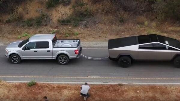 Tira y afloja entre un Ford F-150 y Tesla Cybertruck - Sputnik Mundo