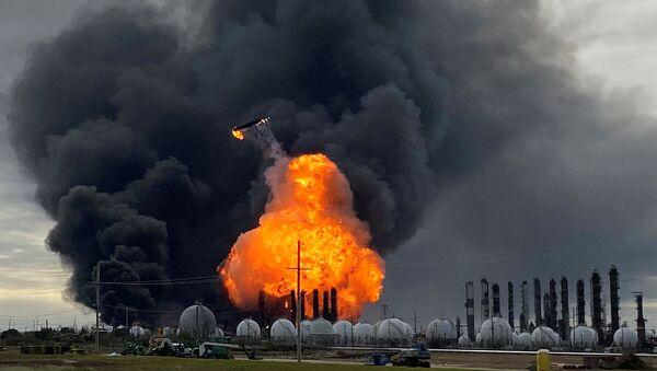 Explosiones en la planta petroquímica de Port Neches, EEUU - Sputnik Mundo
