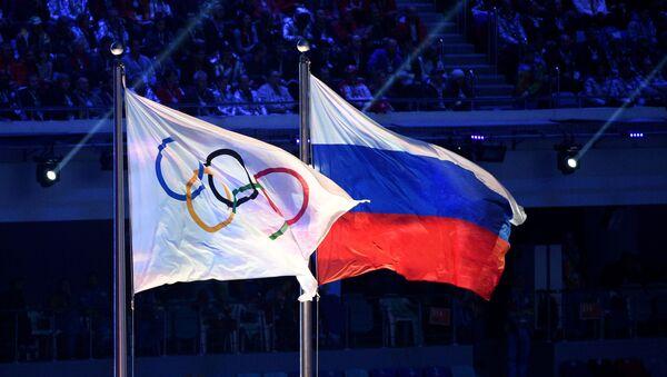 La bandera olímpica y la bandera de Rusia - Sputnik Mundo