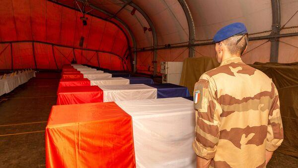 Ataúdes de los militares franceses muertos en Malí - Sputnik Mundo