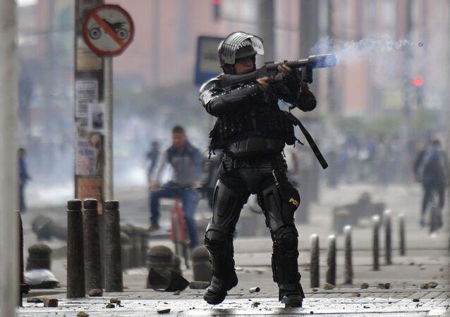 Policía antidisturbios durante las protestas en Bogotá, Colombia (archivo)