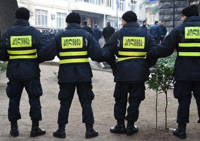 Policía durante las protestas en Tiflis