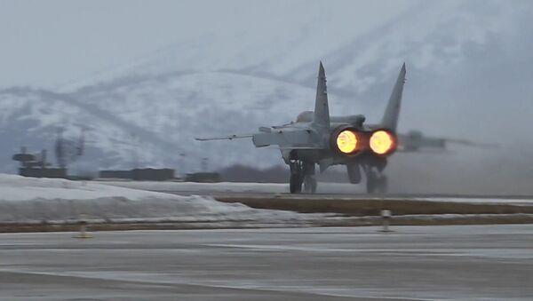 Así interceptan los MiG-31 rusos a un 'enemigo' en Kamchatka - Sputnik Mundo