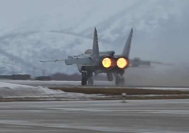 Así interceptan los MiG-31 rusos a un 'enemigo' en Kamchatka