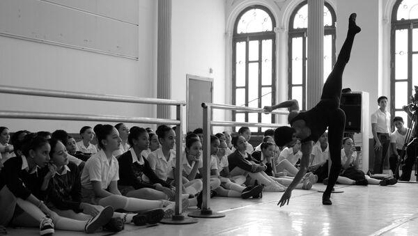 Una instantánea registrada por Darian Vólkova en la Escuela Nacional de Ballet de Cuba - Sputnik Mundo