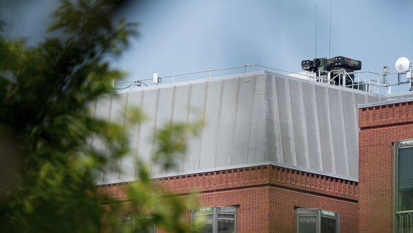 Un sistema de defensa antiaérea en el techo de un edificio enfrente de la Casa Blanca en EEUU - Sputnik Mundo