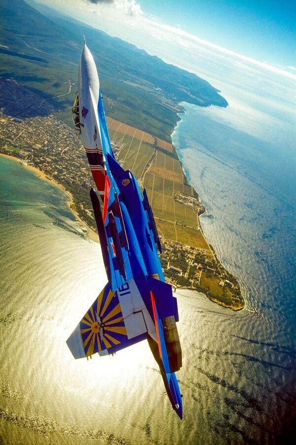 Самолет российской пилотажной группы Русские Витязи - Sputnik Mundo