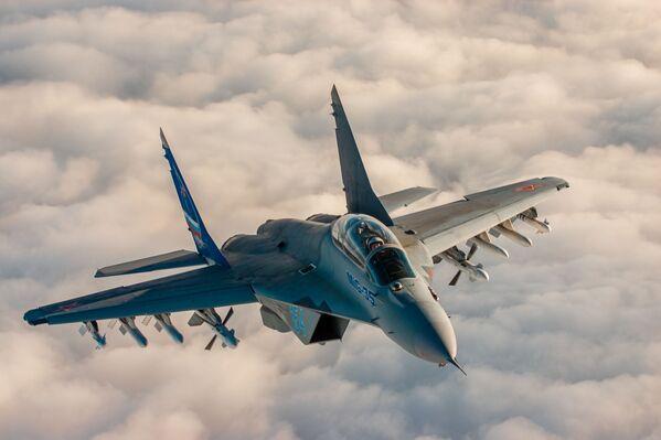 Российский перспективный многофункциональный легкий истребитель поколения «4++» МиГ-35 - Sputnik Mundo