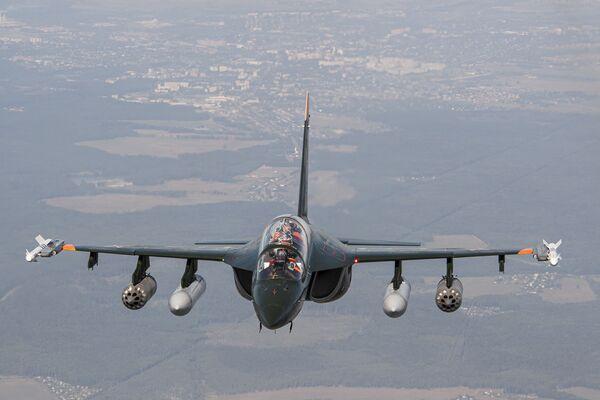 Российский учебно-боевой самолет Як-130 - Sputnik Mundo