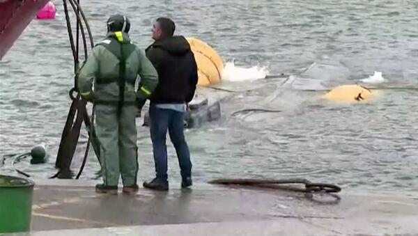 El reflotamiento del narcosubmarino en Galicia  - Sputnik Mundo