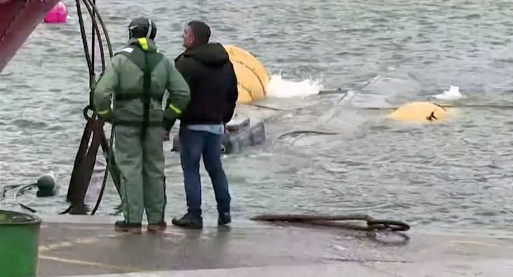 El reflotamiento del narcosubmarino en Galicia