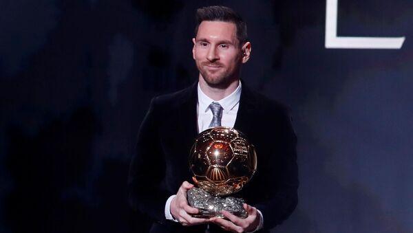 Lionel Messi, futbolista argentino, tras vencer su sexto Balón de Oro en París (Francia), el 2 de diciembre de 2019 - Sputnik Mundo