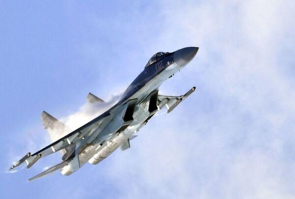 El caza ruso Su-35S en el salón aeroespacial MAKS 2019 - Sputnik Mundo