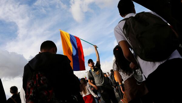 Un manifestante colombiano durante las protestas contra el Gobierno de Iván Duque - Sputnik Mundo