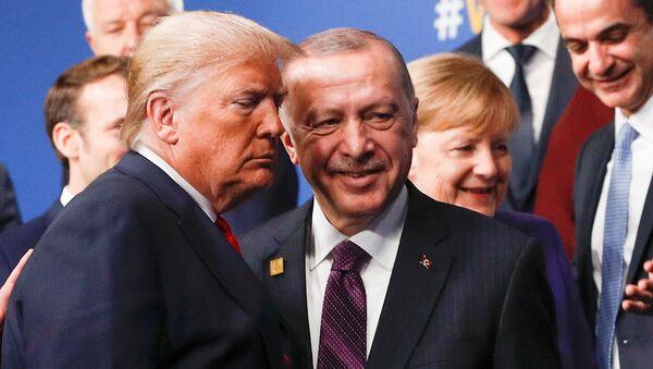 El presidente turco, Recep Tayyip Erdogan, y su homólogo estadounidense, Donald Trump - Sputnik Mundo