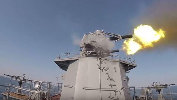 Cañónes antiaéreos de un buque militar ruso - Sputnik Mundo