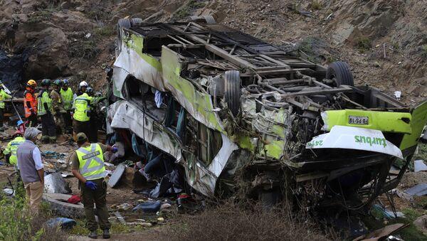 Autobus accidentado tras caer por un barranco en Taltal, Chile - Sputnik Mundo