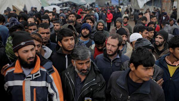 Migrantes en la frontera con Croacia - Sputnik Mundo