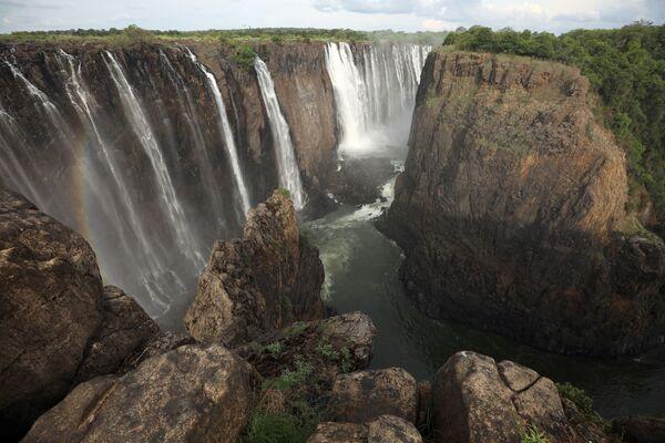 Las Cataratas Victoria, una joya de la naturaleza a punto de desaparecer  - Sputnik Mundo