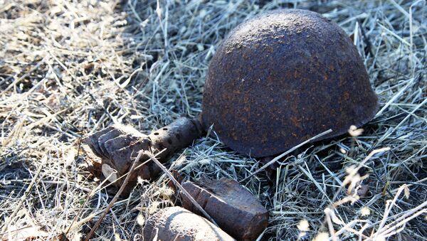 Un casco y granadas hallados por equipos de búsqueda - Sputnik Mundo