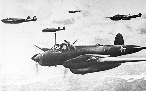Bombardero soviético Pe-2 - Sputnik Mundo