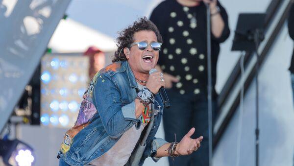 El cantante colombiano Carlos Vives durante un concierto - Sputnik Mundo