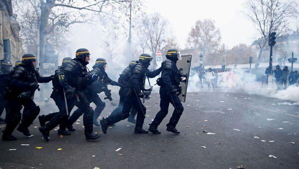 Protestas en París - Sputnik Mundo