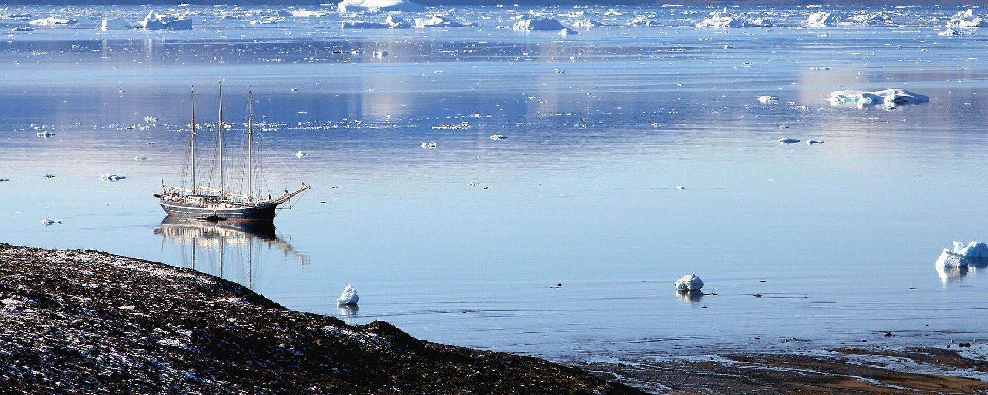 Lago en Groenlandia - Sputnik Mundo, 1920, 20.04.2021