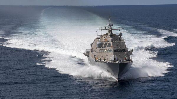 El buque de guerra estadounidense Freedom USS Detroit (LCS 7) - Sputnik Mundo