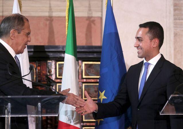 El canciller ruso, Serguéi Lavrov, y su homólogo italiano, Luigi Di Maio