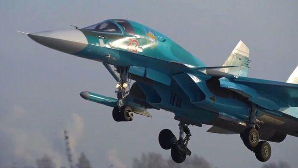 Así los cazabombarderos rusos Su-34 entran en el combate más complicado - Sputnik Mundo