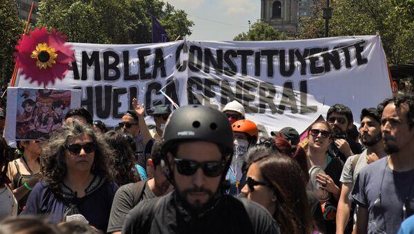 Marcha en reclamo de una asamblea constituyente para cambiar la constitución de Chile - Sputnik Mundo