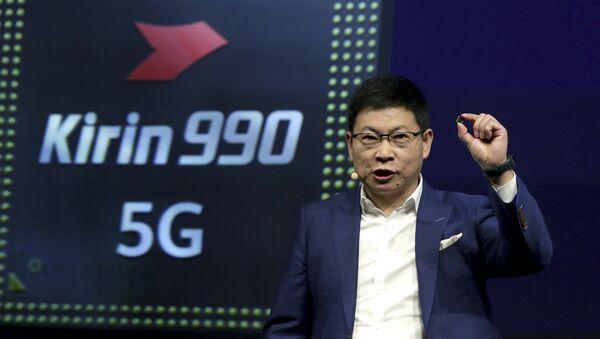 Richard Yu, CEO de Huawei, presenta el procesador Kirin 990 5G - Sputnik Mundo