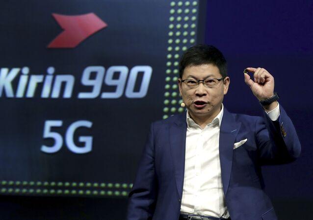 Richard Yu, CEO de Huawei, presenta el procesador Kirin 990 5G