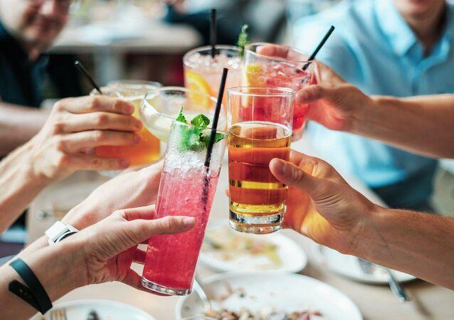Unas bebidas en una fiesta (imagen referencial)
