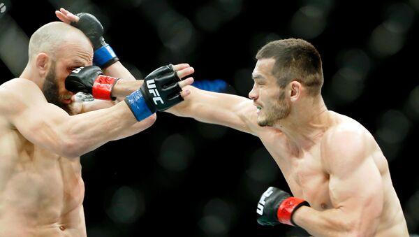 Luchadores Trevor Smith y Makhmud Muradov - Sputnik Mundo