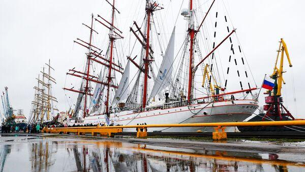 Los veleros rusos Sedov y Kruzenshtern - Sputnik Mundo