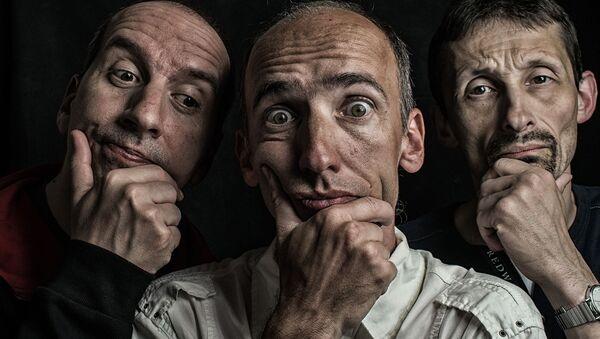 Tres hombres (imagen referencial) - Sputnik Mundo