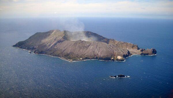 El volcán del islote de White (Whakaari) - Sputnik Mundo