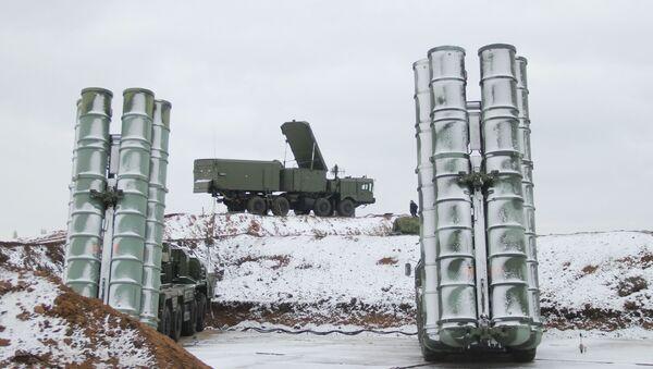 Los sistemas de misiles antiaéreos S-400 - Sputnik Mundo