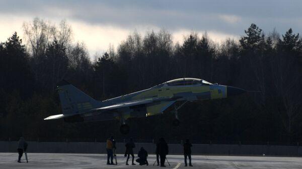 Истребитель МиГ-35 на испытательном полигоне Луховицкого авиационного завода - Sputnik Mundo